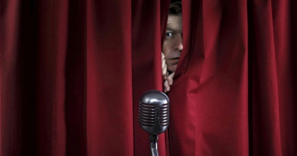 Falar em público pode causar pânico no orador, mas com 5 passos simples, fica tudo tranquilo