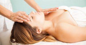 Conheça o Reiki, a terapia que usa energia através das mãos
